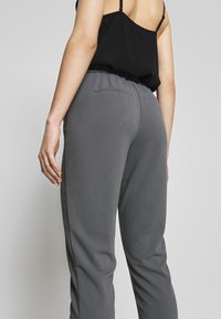 Vila - VITERRI PANT - Broek - medium grey - 3