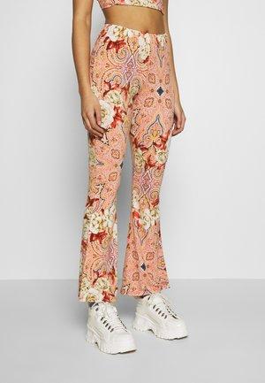 VIJENNI FESTIVAL PANT - Pantaloni - dusty cedar