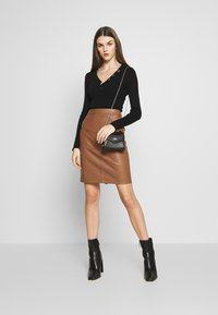 Vila - VIPEN NEW SKIRT - Jupe crayon - brown - 1