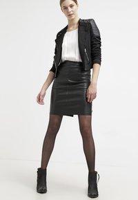 Vila - VIPEN NEW SKIRT - Pouzdrová sukně - black - 1