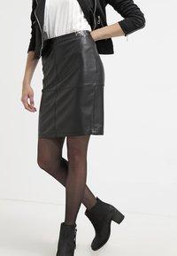 Vila - VIPEN NEW SKIRT - Pouzdrová sukně - black - 3