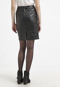 Vila - VIPEN NEW SKIRT - Pouzdrová sukně - black - 2