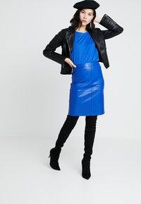 Vila - VIPEN NEW SKIRT - Pencil skirt - surf the web - 1