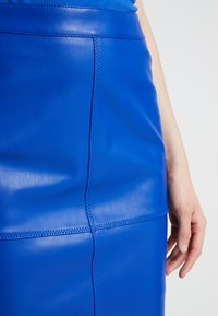 Vila - VIPEN NEW SKIRT - Pencil skirt - surf the web - 3