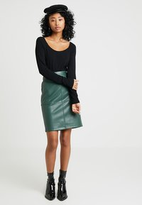 Vila - VIPEN NEW SKIRT - Pencil skirt - garden topiary - 1