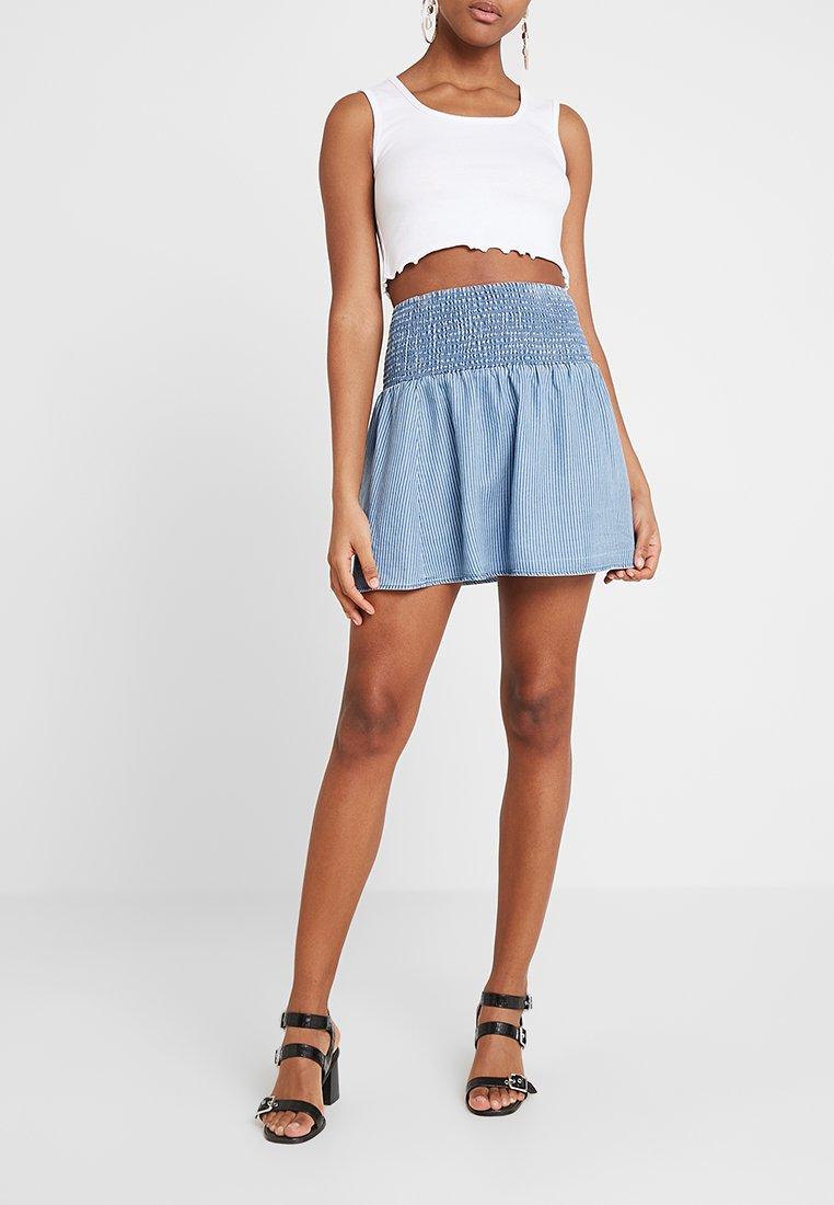 Vila - VIVERTICA SHORT SKIRT - A-line skirt - medium blue denim/cloud dancer