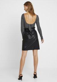 Vila - VITALINA SKIRT - Pencil skirt - black - 2