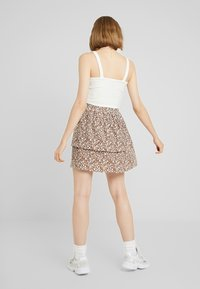 Vila - Mini skirt - caramel café/white/blue - 2