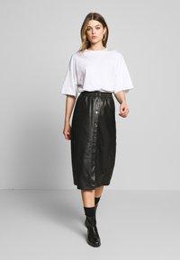 Vila - VIPULLA MIDI SKIRT - Pencil skirt - black - 1