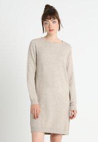 Vila - VIRIL DRESS - Pletené šaty - natural melange - 0