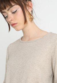 Vila - VIRIL DRESS - Pletené šaty - natural melange - 4