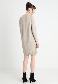 Vila - VIRIL DRESS - Pletené šaty - natural melange - 2