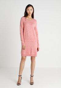 Vila - VIRIL DRESS - Pletené šaty - brandied apricot/melange - 1