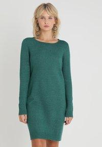 Vila - VIRIL DRESS - Pletené šaty - bayberry/melange - 0