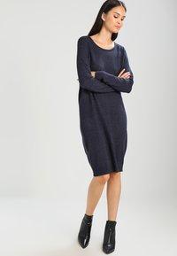 Vila - VIRIL DRESS - Pletené šaty - total eclipse/melange - 1