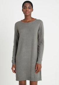 Vila - Strikket kjole - castor gray/melange - 0