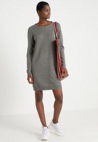 Vila - Strikket kjole - castor gray/melange - 2