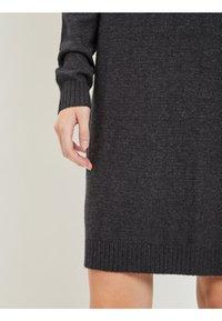 Vila - Stickad klänning - dark grey melange - 3