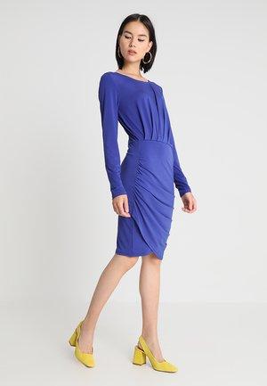 VISEEBA DRESS - Vestido de tubo - clematis blue