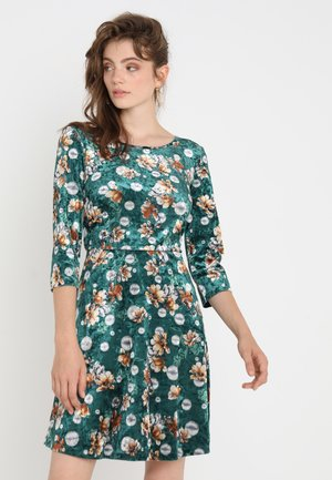 VICEDREZ 3/4 SLEEVE DRESS - Robe d'été - pine grove