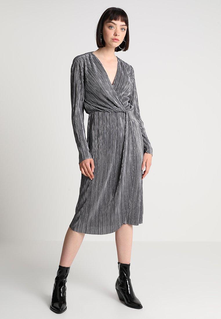 Vila - VIFRANCES NEW KNOT DRESS - Day dress - asphalt