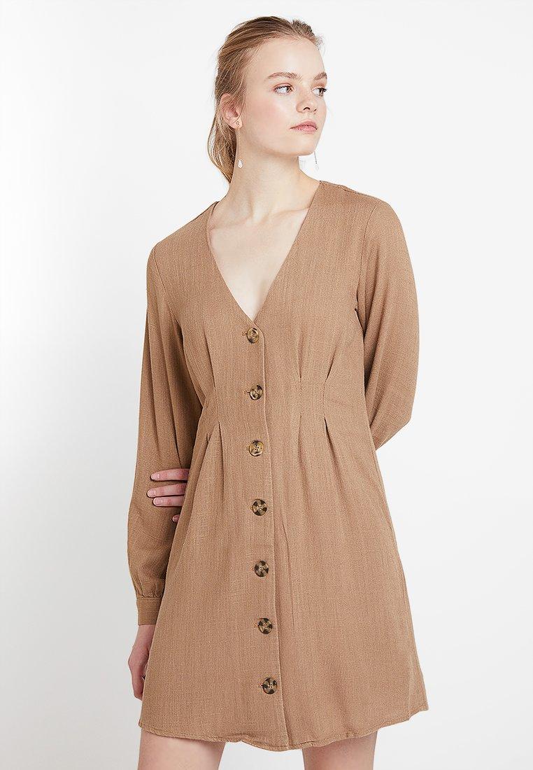 Vila - VILINNAN DRESS - Blusenkleid - dusty camel