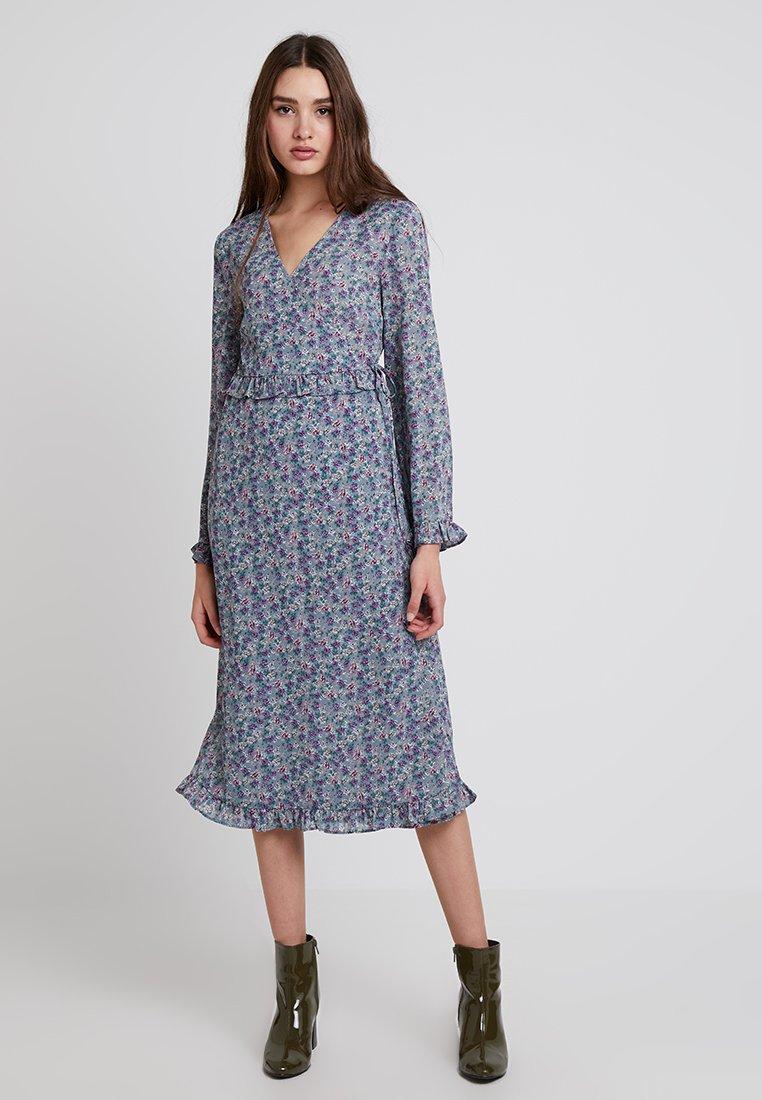Vila - VIFLOWERBED WRAP DRESS - Freizeitkleid - blue