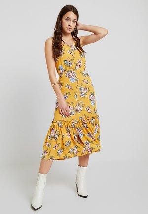 VIFRIDA BUTTON DRESS - Vapaa-ajan mekko - golden rod