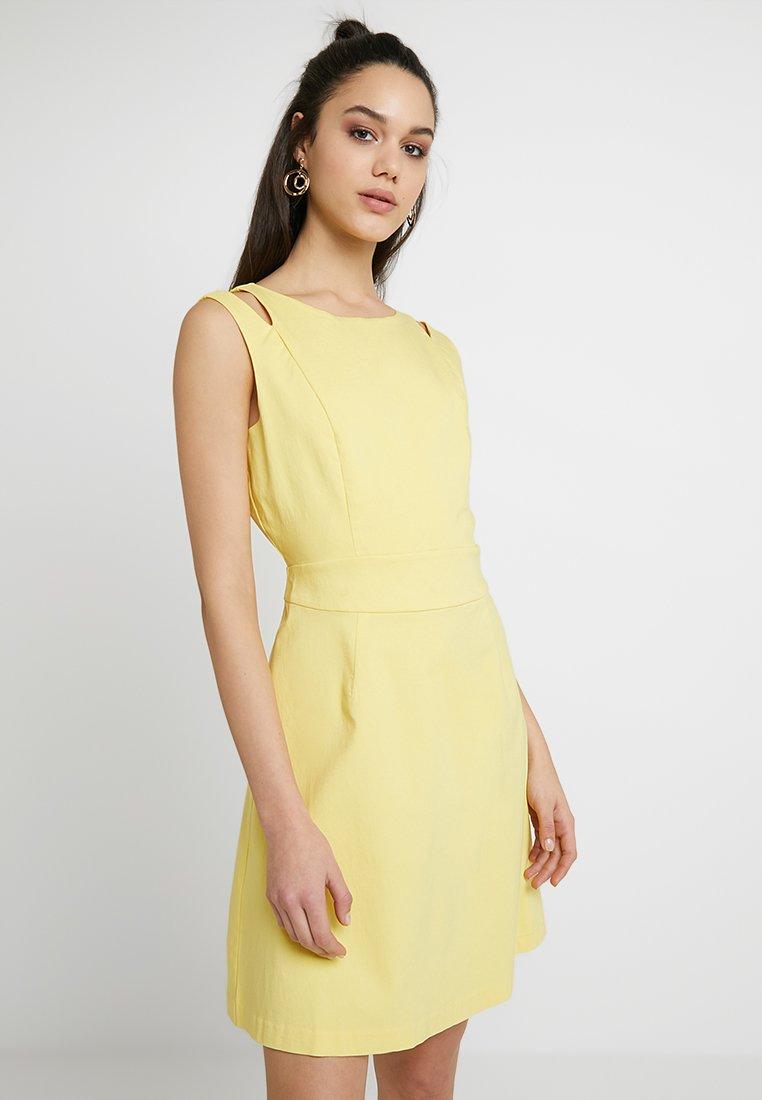 Vila - VIATLIA DRESS - Denní šaty - goldfinch