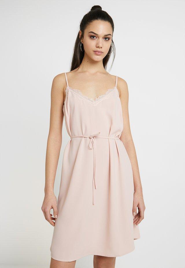 VILAIA STRAP DRESS - Korte jurk - rose smoke