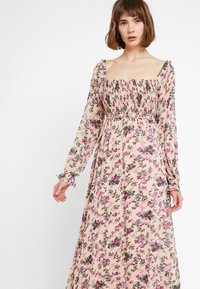 Vila - VISALIA SMOCK MAXI DRESS - Robe longue - ash rose - 3