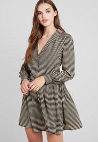 Vila - VIBRO DRESS - Robe chemise - black/white/golden rod - 0