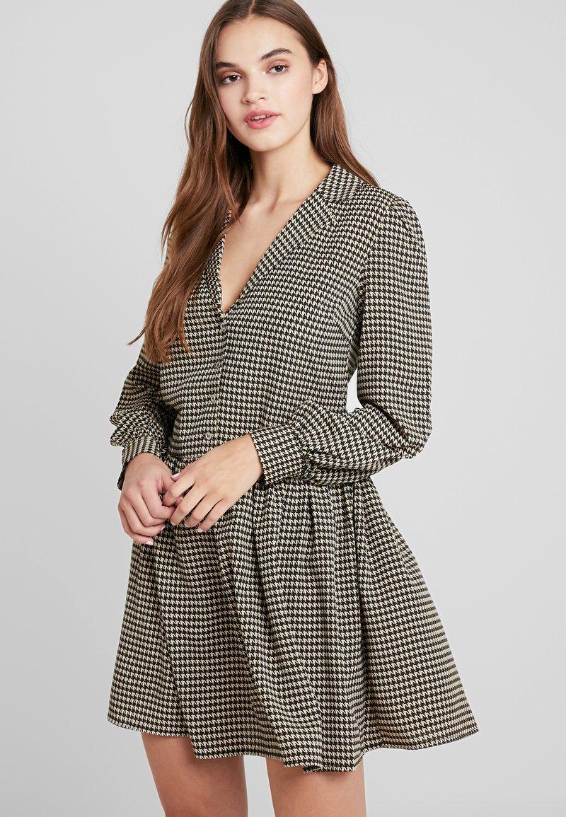 Vila - VIBRO DRESS - Robe chemise - black/white/golden rod