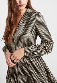 Vila - VIBRO DRESS - Robe chemise - black/white/golden rod - 3
