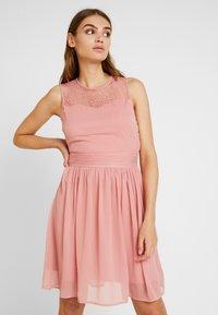 Vila - VISABEL DRESS - Koktejlové šaty/ šaty na párty - brandied apricot - 0