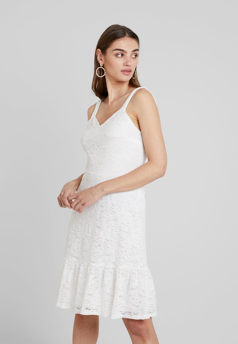 Vila - VIKIKKI DRESS - Day dress - snow white