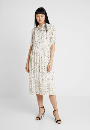 VILAYDA 2/4 DRESS - Blousejurk - cloud dancer