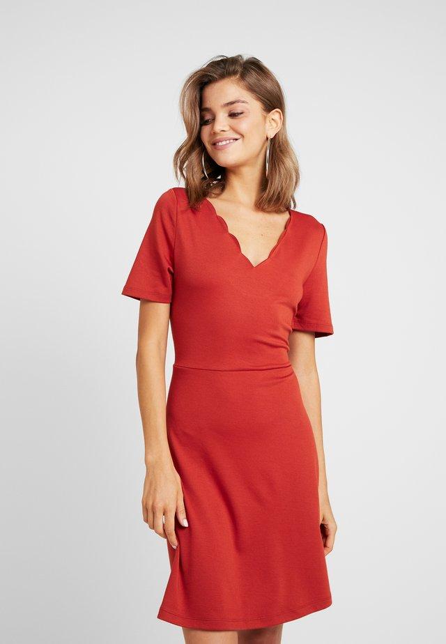 VIRYLIE DRESS - Jerseyjurk - ketchup