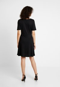 Vila - VIRYLIE DRESS - Jerseykjole - black - 3