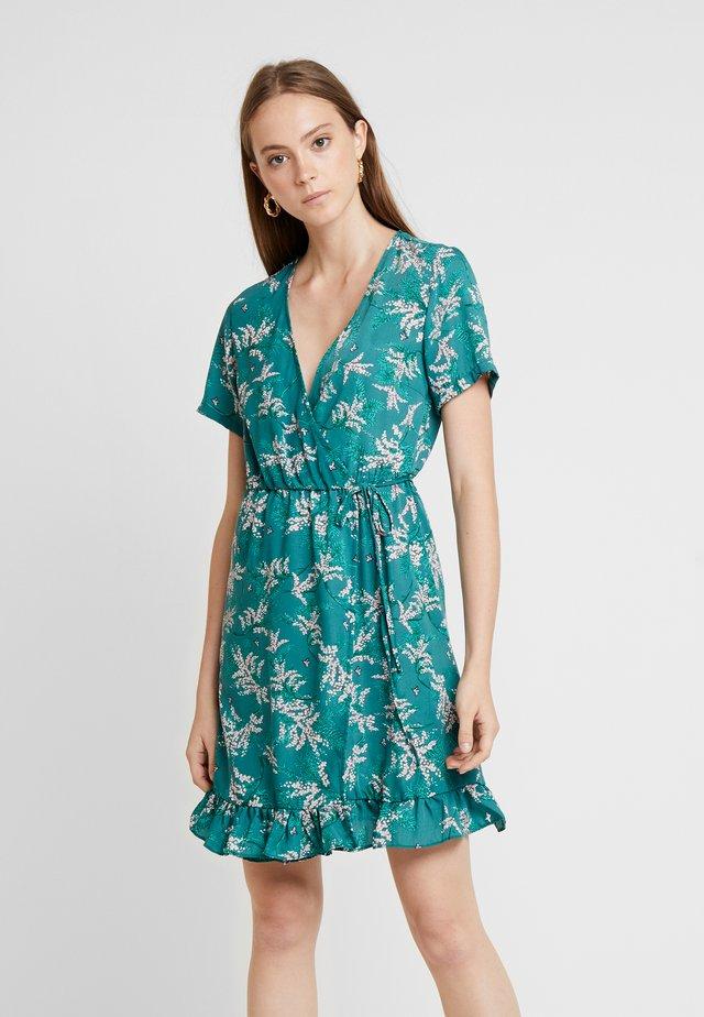 VIMULTA DRESS - Korte jurk - fir/rose