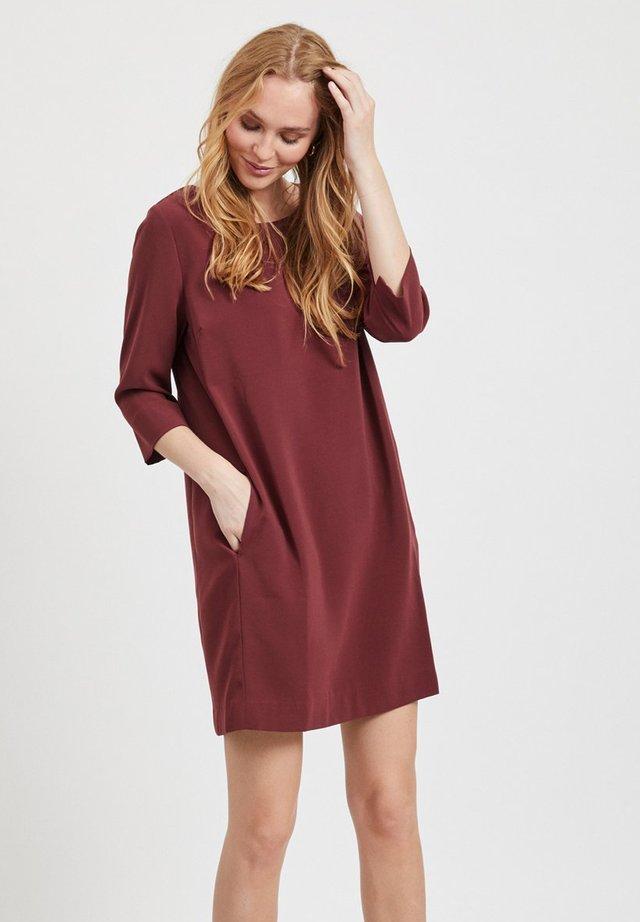 VINATHALIA  - Korte jurk - dark red