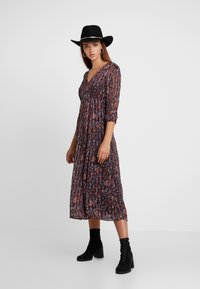 Vila - VIMAISAPAISA MIDI 3/4 SLEEVE DRESS - Vestito estivo - dark purple - 2