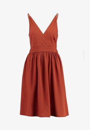 VIBIBBI WAIST DETAIL DRESS - Sukienka letnia - arabian spice