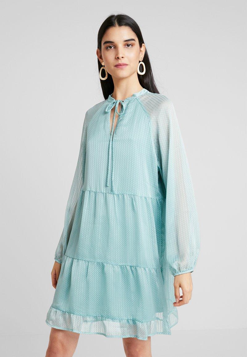 Vila - VIPALLEA DRESS - Freizeitkleid - oil blue/whisper white
