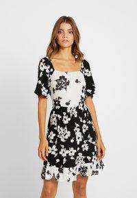Vila - Denní šaty - black/white - 0