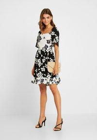 Vila - Denní šaty - black/white - 2