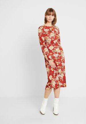 Denní šaty - terra cotta/creme