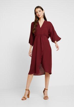Vestido informal - tawny port