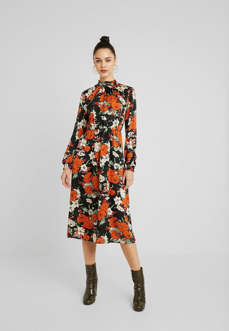 Vila - Kjole - black/orange/white
