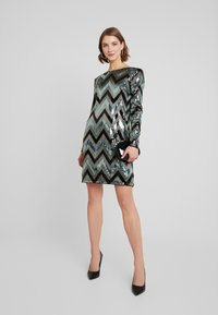 Vila - VISPARKY CHEVRON DRESS - Vestido de cóctel - black - 2